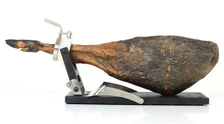 Schinkenhalter Jamotec JP Luxe mit einem Schinken auf der Basis mit heruntergeklapptem Bügel